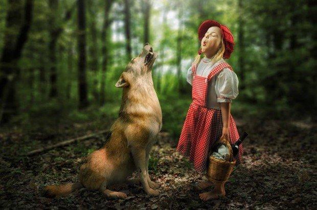 Papà creativo realizza immagini surreali delle sue tre figlie con Photoshop