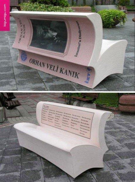 Panchina a forma di libro