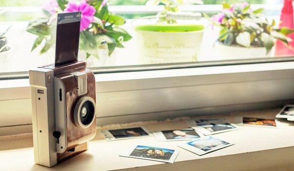Lomo'Instant Camera: metà Polaroid, metà LOMO
