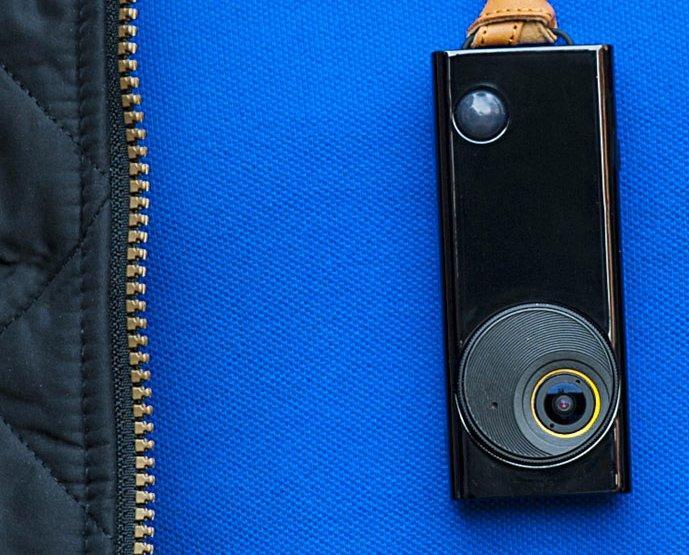 """Autographer: una piccola fotocamera indossabile e intelligente per scattare """"foto di vita reale"""""""