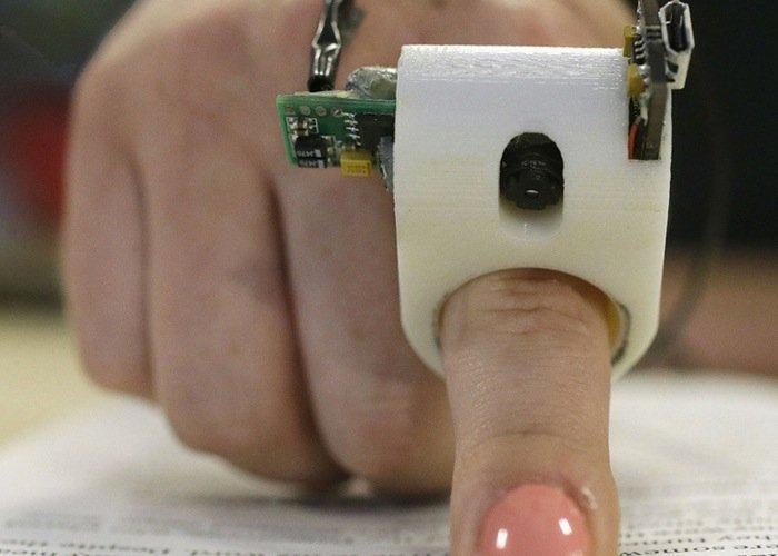 """Un anello """"3D printed"""" per gli ipovedenti: ecco FingerReader"""