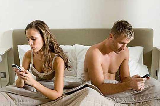 Che cosa ci fa fare la dipendenza da smartphone?