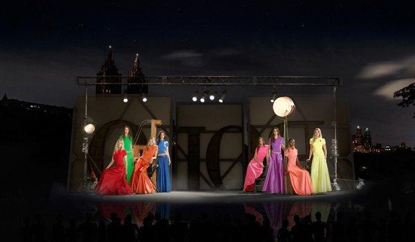 Schermo d'acqua in 4D: la rivoluzione digitale delle sfilate di moda guidata da Ralph Lauren