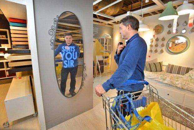 IKEA Motivational Mirror, lo specchio che gratifica e aumenta l'autostima  [VIDEO]