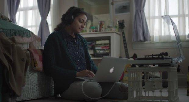 Apple, famiglia e musica: il perfetto mix natalizio per emozionarci ancora [VIDEO]