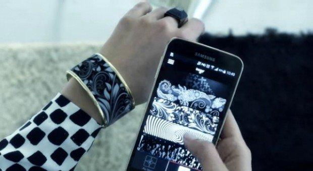 Tago arc, il bracciale che cambia design grazie al tuo smartphone