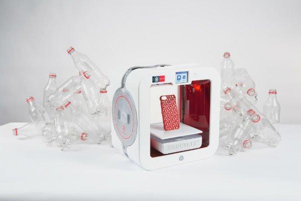 Rispettare l'ambiente utilizzando la plastica? Con EKOCYCLE Cube, si può!