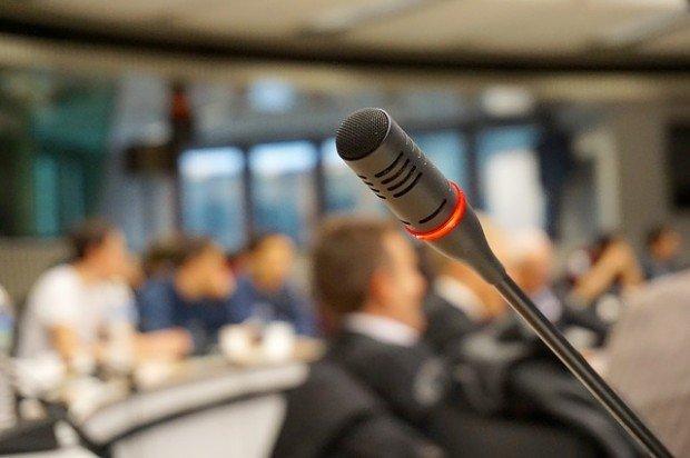 Le dieci frasi che un ottimo speaker non dice mai