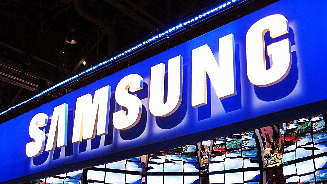 Samsung vuole lanciare uno smartphone che si piega a metà