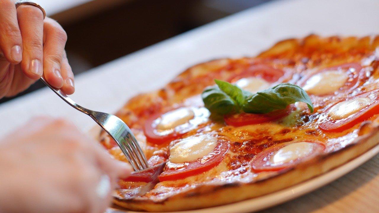 Rapide, precise, puntuali: il futuro delle consegne a domicilio della pizza passerà dai Robot?