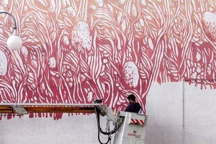 Impronte_la_streetart_sulle_orme_di_Ferragamo