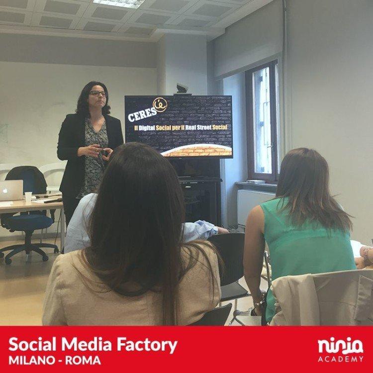 SocialMediaFactory_0010_11