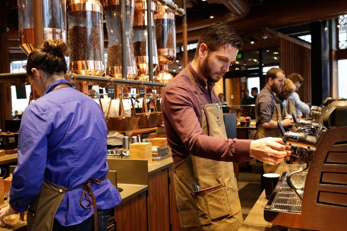 Un_tour_nello Starbucks_più_grande_del_mondo_ninja_1