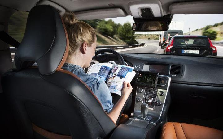 Autopilot: dopo il caso Tesla, opportunità e rischi dei software alla guida delle macchine
