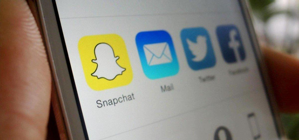 snapchat-directly-from-your-photos-app-ios-8.1280x600