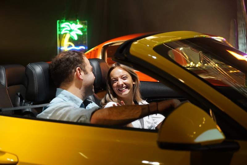Ford Mustang, drive-in, coppia, campagna pubblicitaria