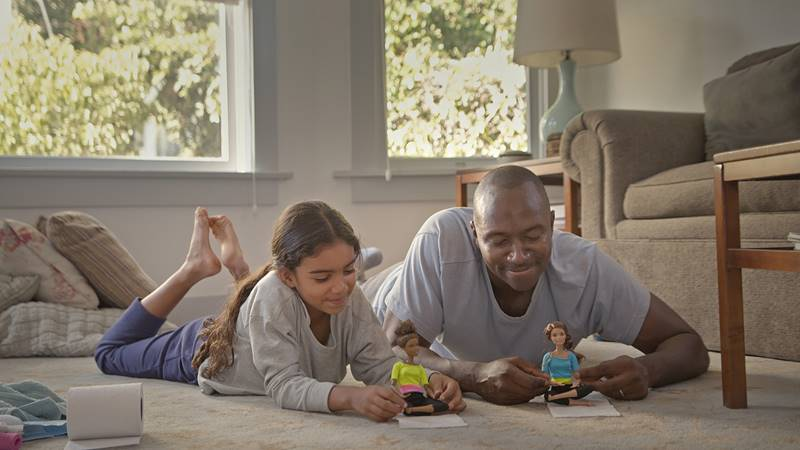 pubblicità spot di Barbie con padri