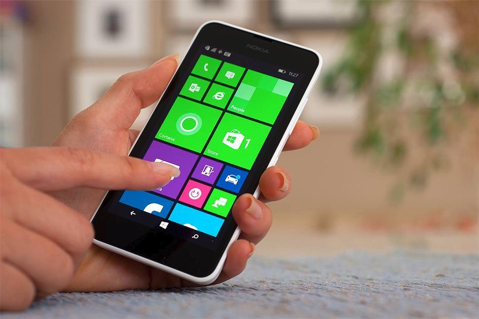 Addio a Windows Phone. Breve storia di come Microsoft ha perso contro Android e Apple