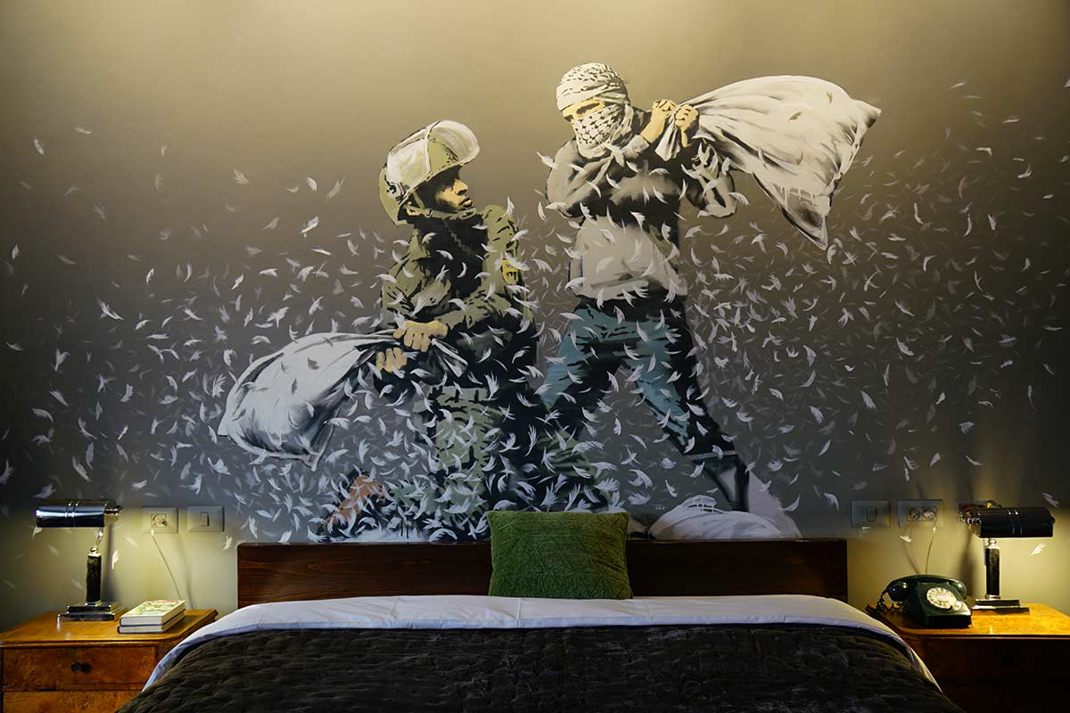 Bansky apre a Betlemme The Walled Off Hotel