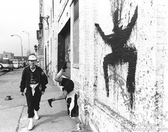 Malcolm McLaren on the streets of NYC. April 1983. © Bob Gruen / www.bobgruen.com