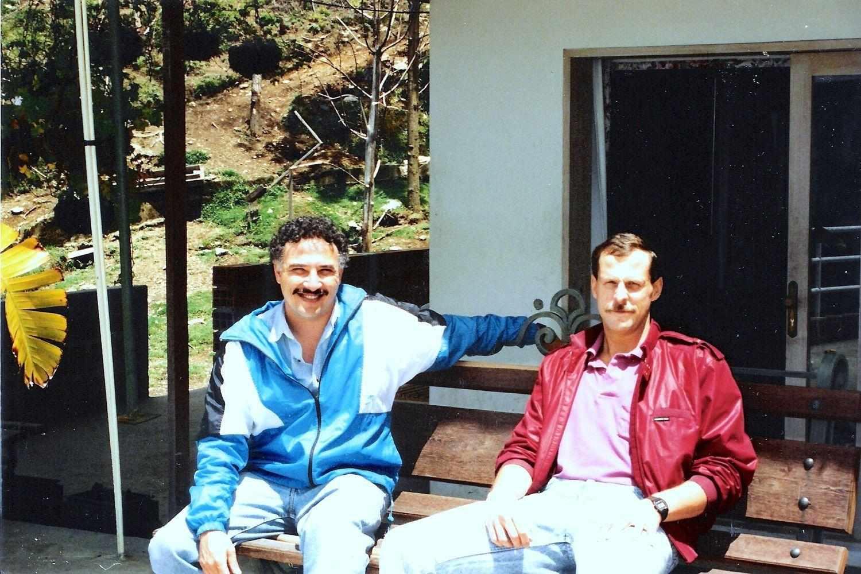 Javier Pena e Steve Murhpy, i due agenti della DEA protagonisti della caccia ad Escobar. La serie Narcos di Netflix ruota intorno alle loro operazioni.
