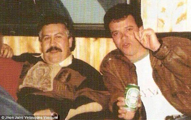 Pablo Escobar, negli ultimi anni di vita, insieme a John Jairo Velazques detto Popeye - uno dei suoi sicari più cruenti