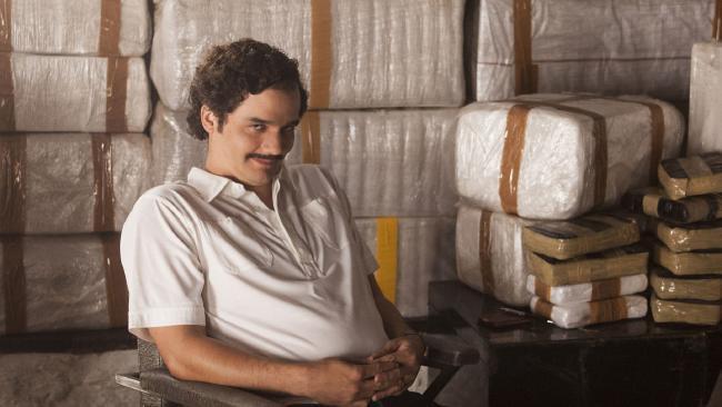 Un frame del telefilm Narcos, reso celebre da numerosi memi sul web