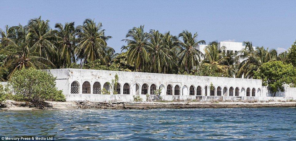 Una delle ville commissionate da Escobar nelle isole Rosario, Colombia