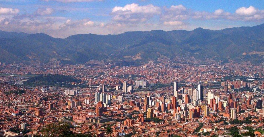cropped-panoramica_de_medellin-colombia1