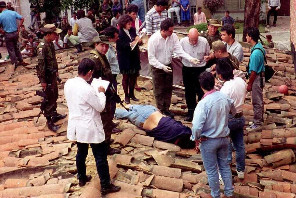 2 dicembre 1993: Escobar è catturato ed ucciso sui tetti di Medellìn (Fonte: Polizia di Medellin/AFP/Getty Images)