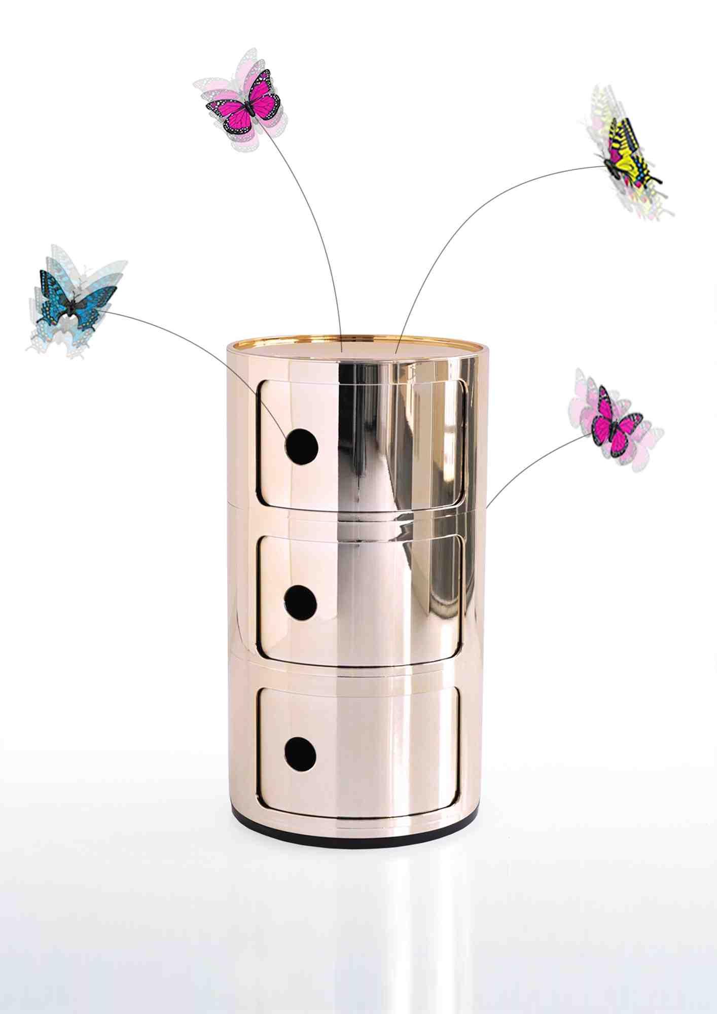 Piccole farfalle svolazzano e danzano intorno a un bel fiore. Amiamo quel fiore come se avesse vita. Continuerà ad ammaliare di generazione in generazione. Per commemorare il 50o anniversario, dedico quest'opera ad Anna Castelli Ferrieri. Tokujin Yoshioka