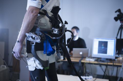 Il robot indossabile che aiuta a ripristinare l'equilibrio mentre si cade