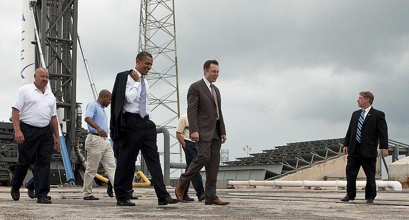 39403-il-presidente-usa-barack-obama-in-compagnia-del-ceo-di-spacex-el
