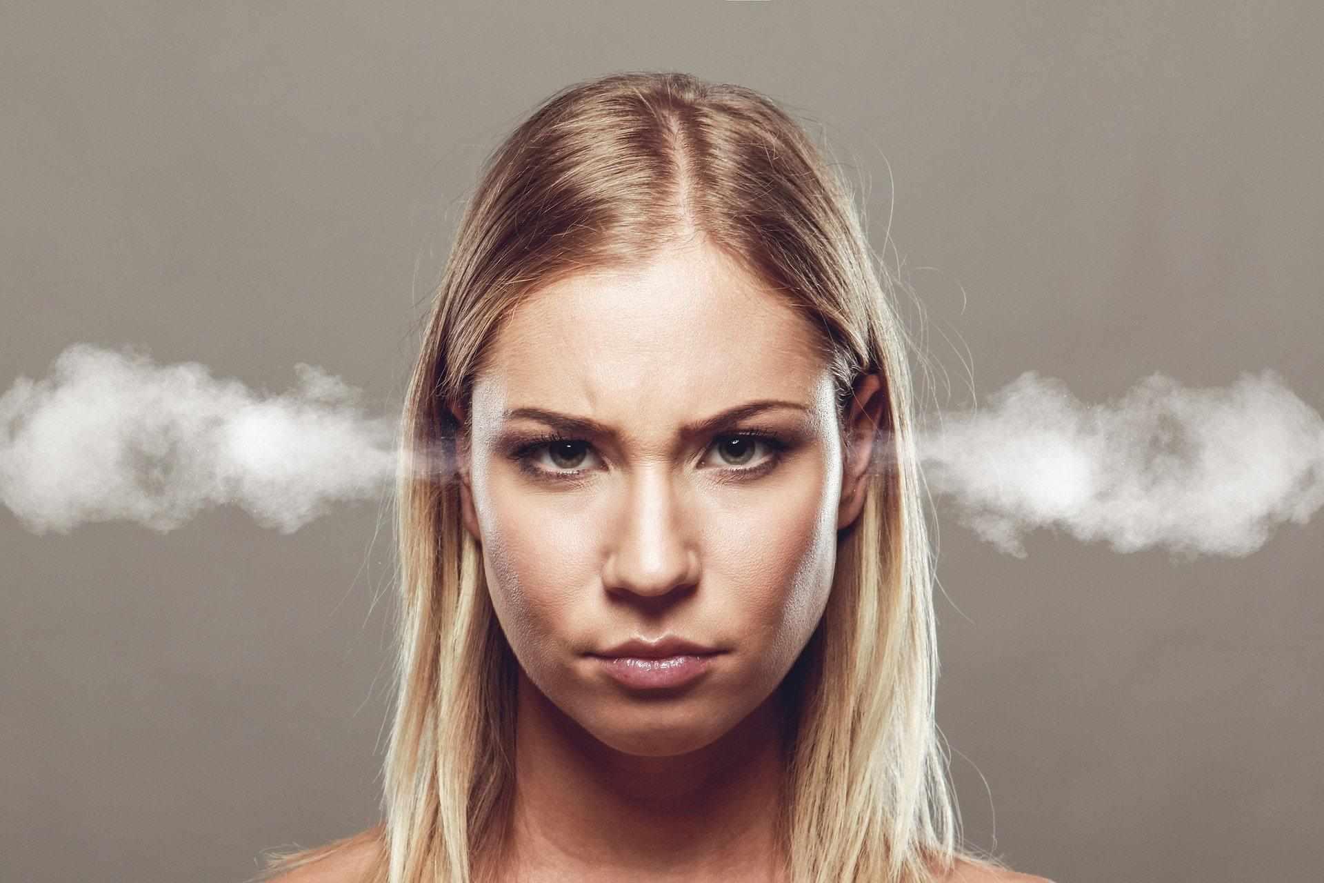 Come rispondere ai commenti negativi sui social? Niente panico, prima di tutto