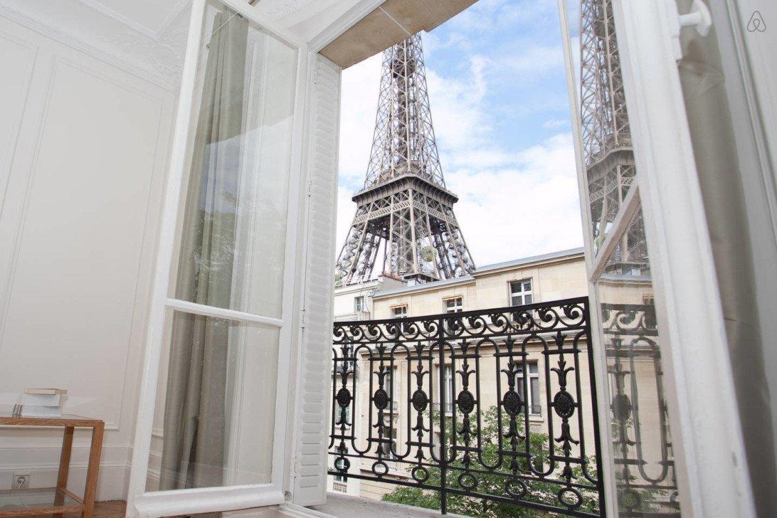 Eiffel-Pearl-airbnb-apartment