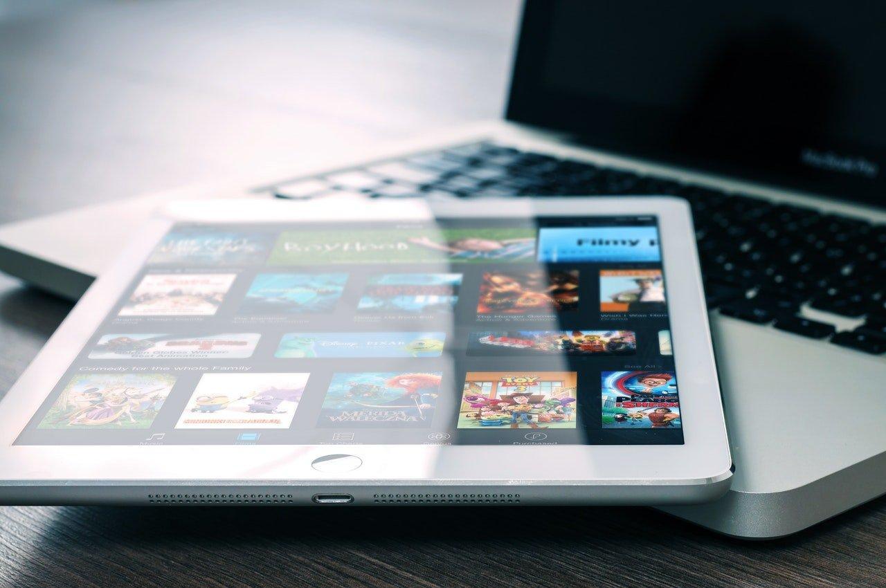 La sfida di Apple a Netflix e Amazon sui contenuti TV