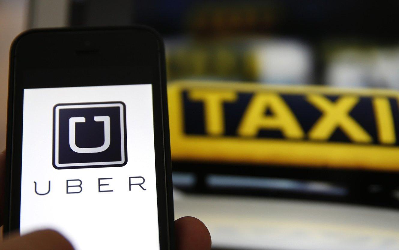 Prove di dialogo con le auto bianche: Uber Taxi sbarca a Torino