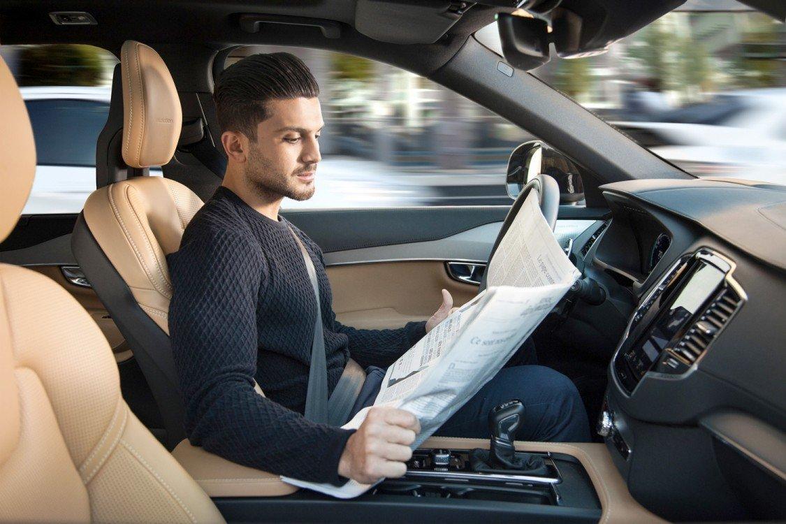Ti faresti guidare da un aspirapolvere? E da Mark Zuckerberg? Benvenuti nel futuro del mondo delle auto