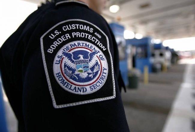 Come l'amministrazione Trump sfrutta i social media per il controllo dei visti