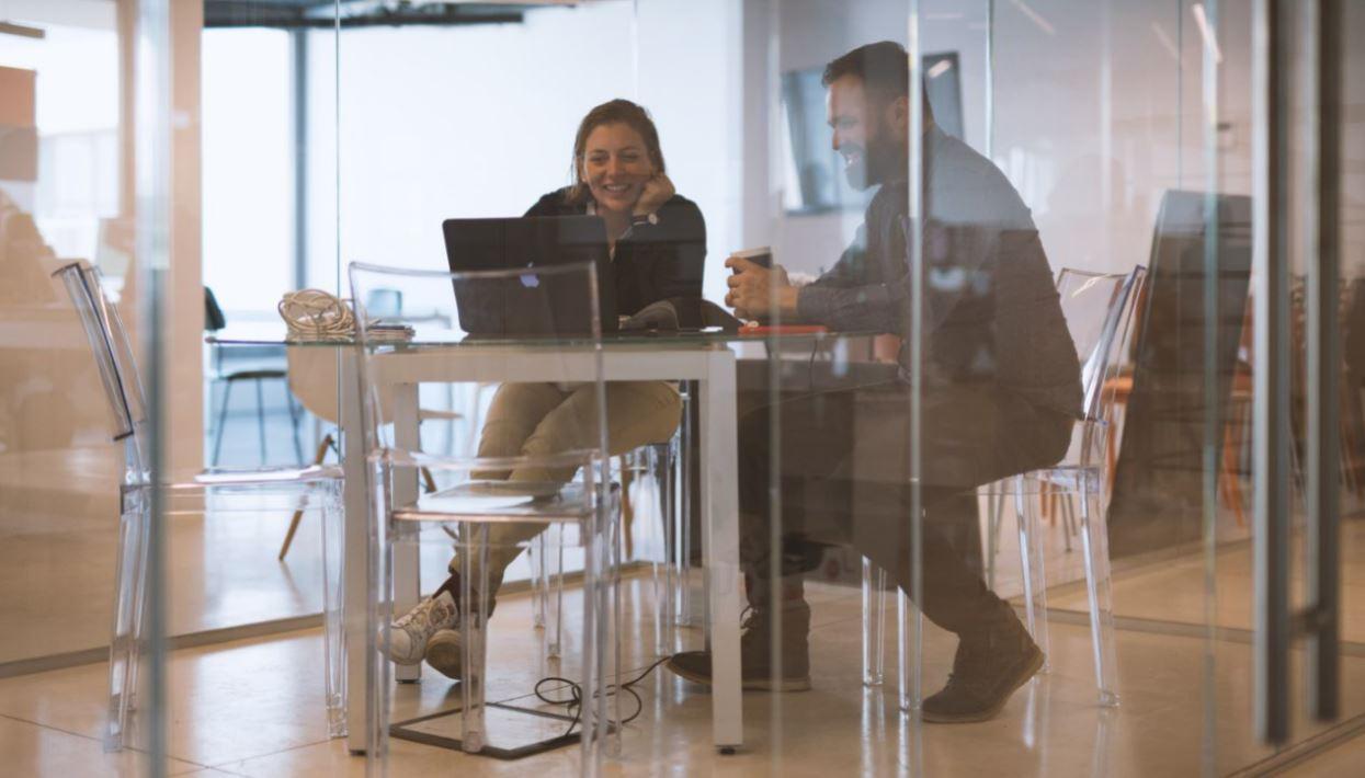 Addio ufficio, benvenuto spazio di lavoro (e 3 esempi che migliorano la produttività)