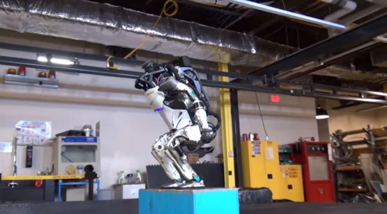 Ecco i robot che camminano da soli, saltano e fanno cose impensabili