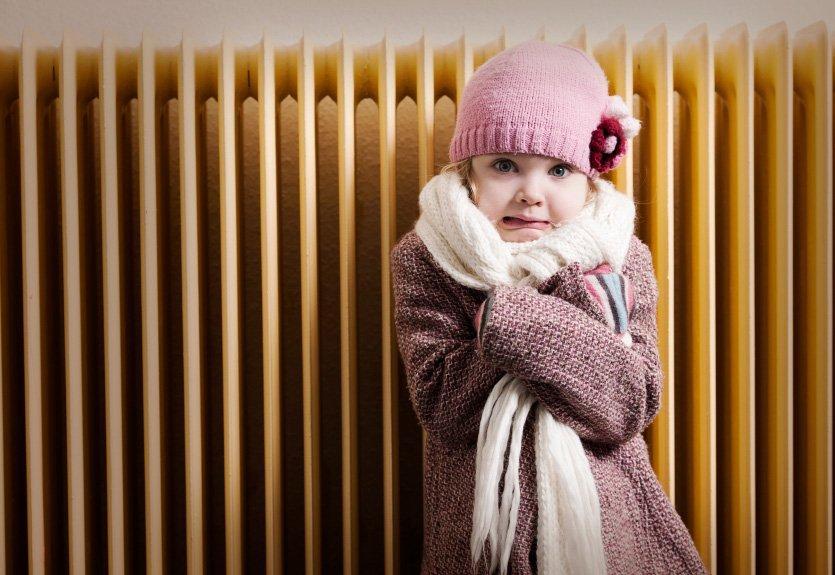 Non asciugare i panni sul termosifone e altri 9 consigli per scaldare casa risparmiando