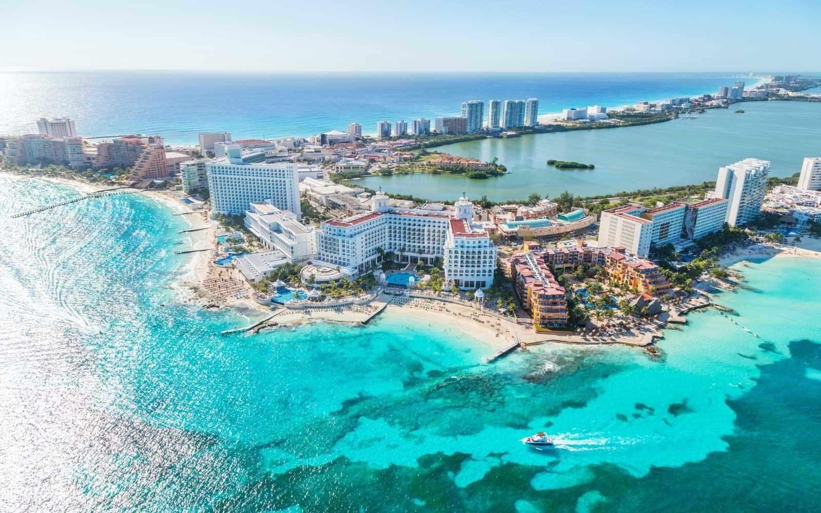 Il lavoro dei sogni: vivere 6 mesi ai Caraibi, spassartela, postare sui social e guadagnare 60 mila dollari