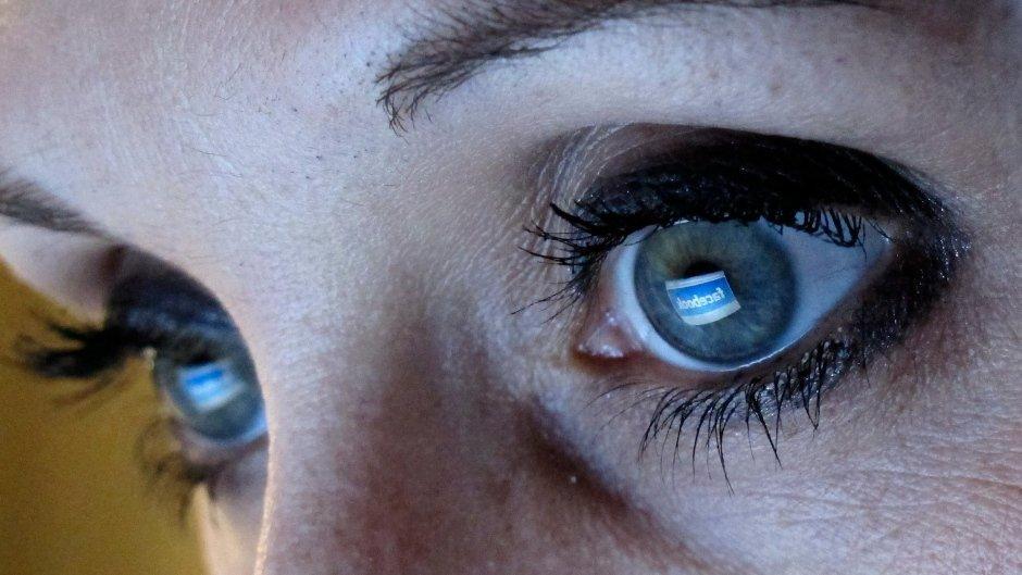 Perché Facebook vuole proteggerci dalle nostre foto compromettenti, chiedendocele