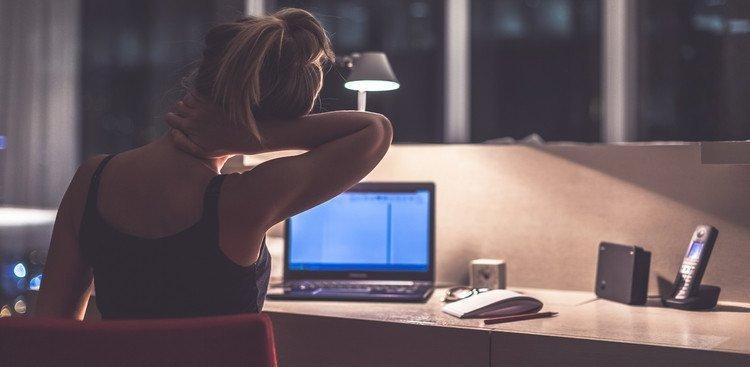 """Cos'è il """"workaholism"""" o dipendenza dal lavoro (e perché dovresti smettere)"""