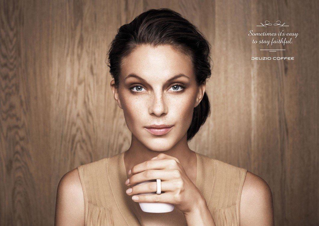 print_deliziocoffee_weddingringwoman