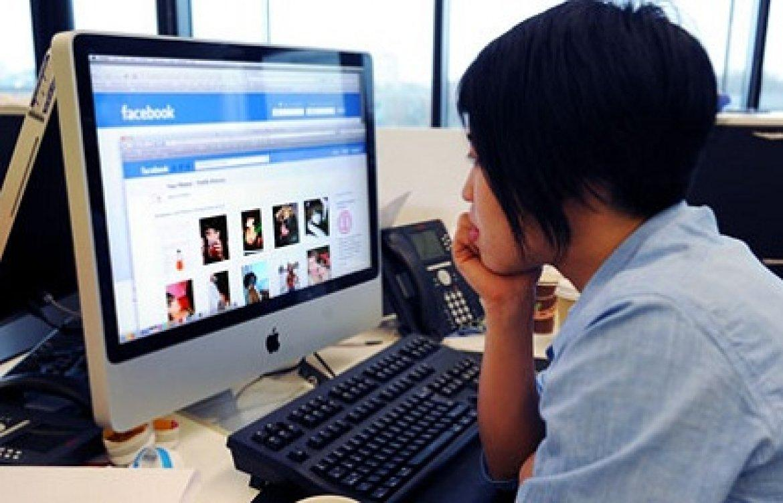 Vai su Facebook mentre sei a lavoro? Sei licenziabile