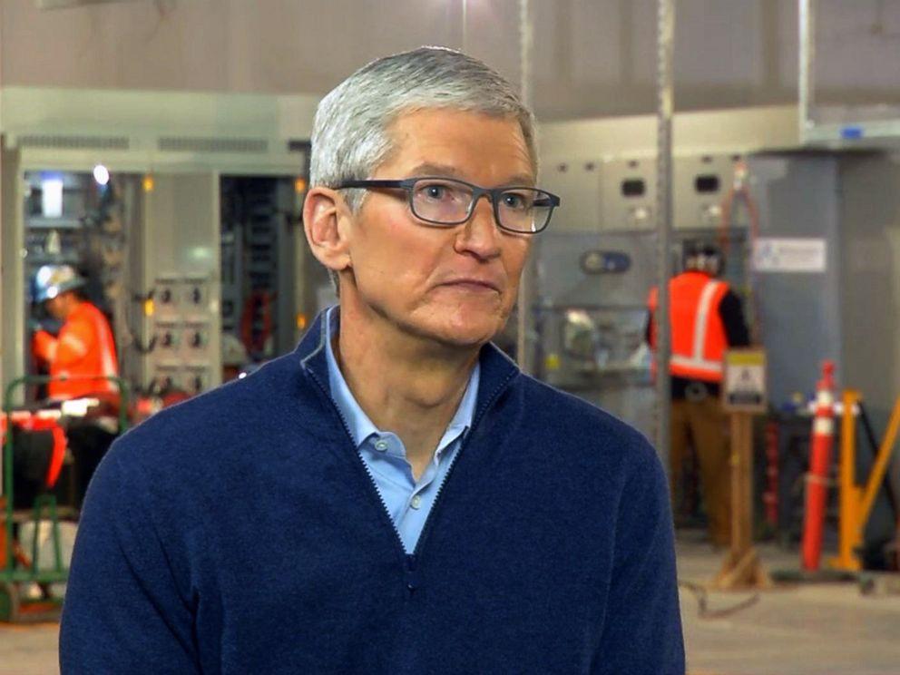 Apple farà un aggiornamento iOS anti-rallentamento (e assumerà 20 mila nuovi lavoratori)