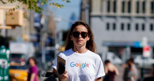 Da Google a Coca-Cola: come e perché i grandi brand di tanti settori si trasformano in fashion brand.