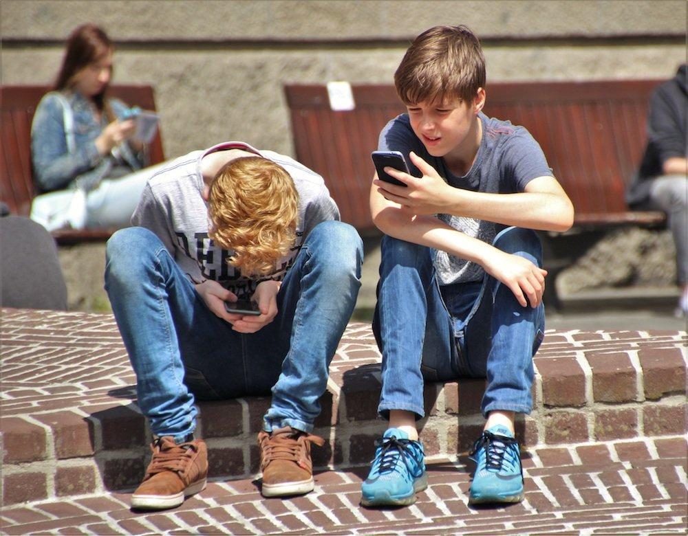 Apple promette nuove funzionalità per contrastare la dipendenza da smartphone dei bambini